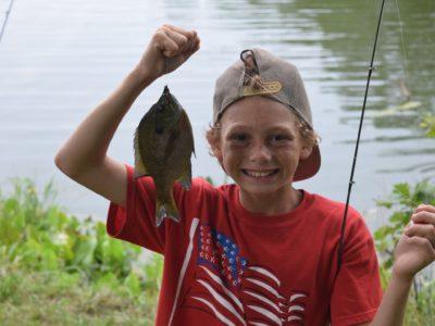 kid-with-fish-thumb